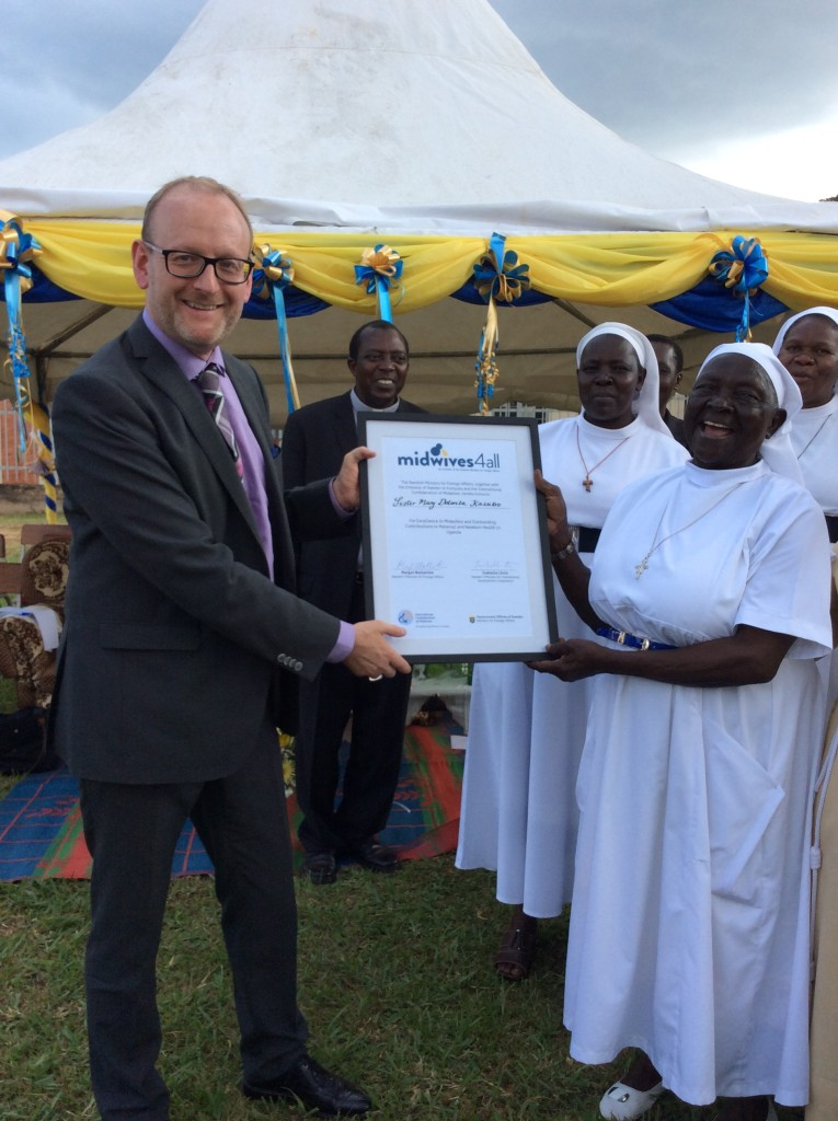 Sweden's Ambassador to Uganda Urban Andersson presents the Midwives4All Award to Sister Mary Dolorita